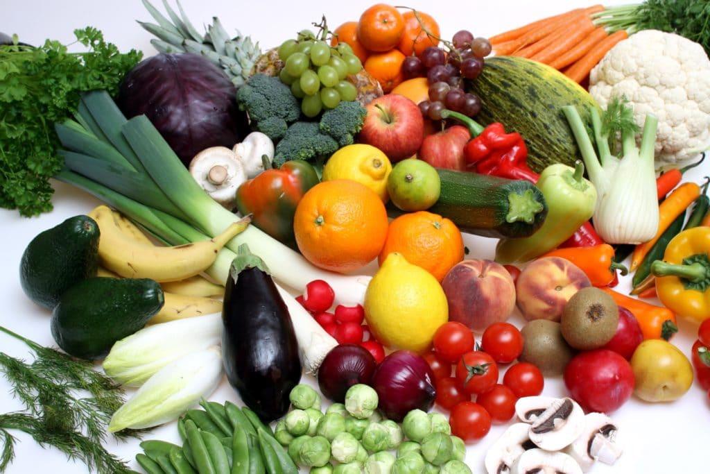 Во время курса лечения предпочтительно употреблять в пищу свежие овощи и фрукты
